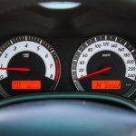 車の水温計のHランプが点滅!点灯しないための4つの対処法とは?