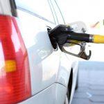 車がガソリン臭い…給油後に臭うのは危険?原因と対策を解説